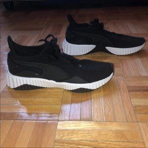 NWOT Puma Defy Sneakers